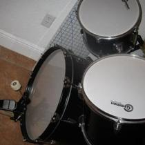 7 Piece Drum Set - Like New Photo
