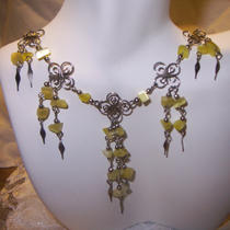 Beautiful Yellow Cats Eye Chips Necklsce and Earring Set Photo