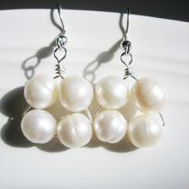 Glengarry Earrings - Pearl and Silver Photo