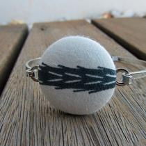 Grey / White Fabric Button Bracelet Photo