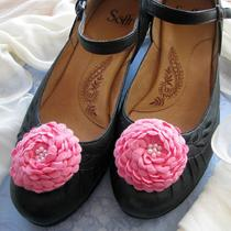 Hot Pink Flower Shoe Clips With Faux Pearls (1 Pair) Photo