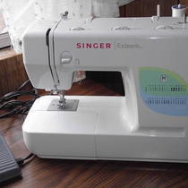 Singer Sewing Machine Like New Works Great. X-Mas Gift Photo