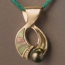 The &quotmoon and the tide&quot Pendant Photo