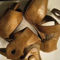 TRES CHIC CATHY JEAN HEELS! BEIGE BEAUTIES! SIZE 6 1/2!  Photo