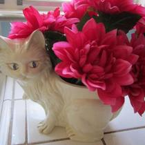 Vintage Ceramic cat Planter Vase.Flowers not included. Photo