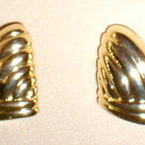 Vintage Clip-on Earrings - Triangle Shape - Goldtone  Photo