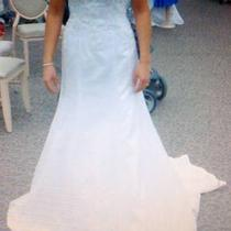 Womans Gorgeous Brand New Never Worn Bridal Dress Photo